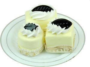 Mini Fakey Designer Cream Cakes 3 pack Petit Fours Plate
